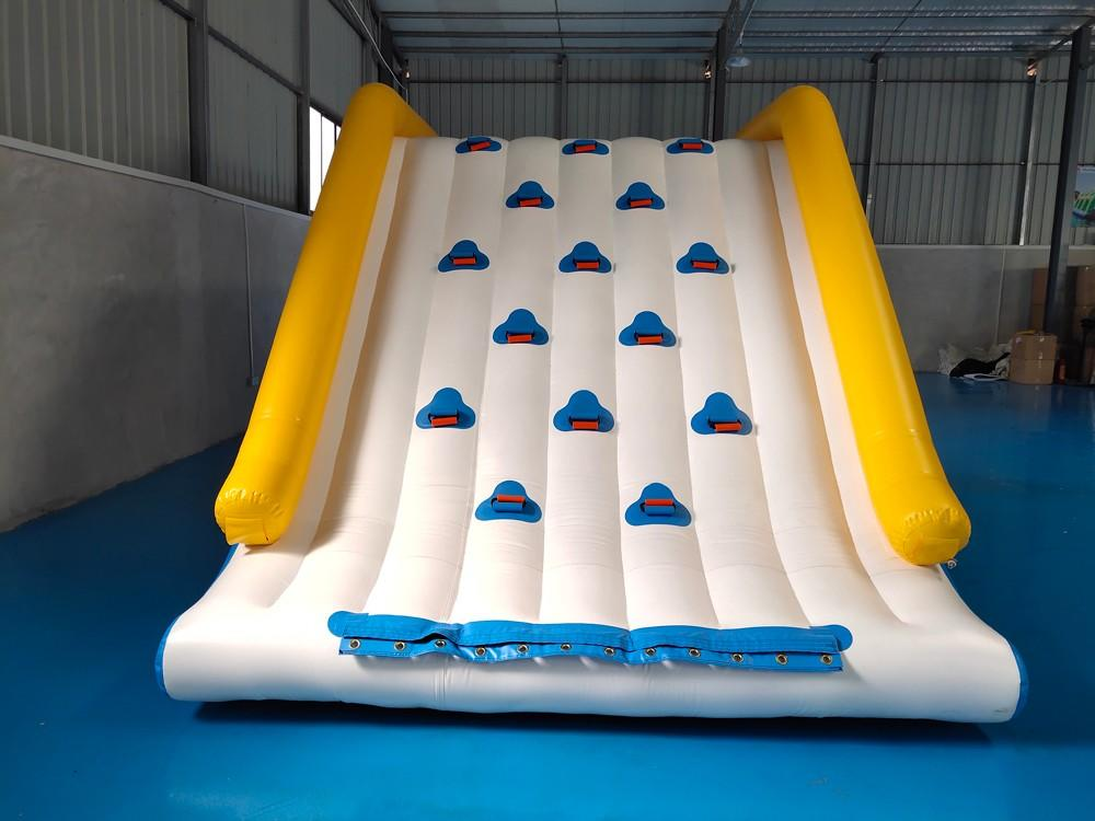 Commercial Grade Inflatable Water Jump Pillow For Lake